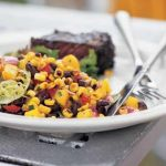 Salata cu porumb, fasole si mango