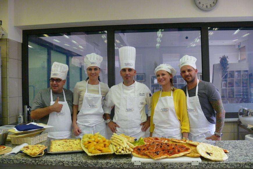 Aida Parascan si Alexandru Hora, finalisti MasterChef, s-au intors de la cursurile Academiei Barilla