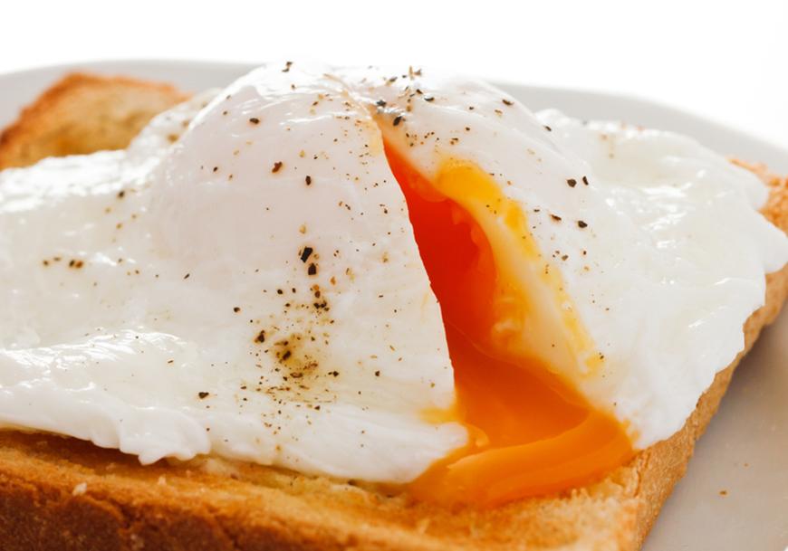 3 moduri prin care poti gati oua la cuptorul cu microunde