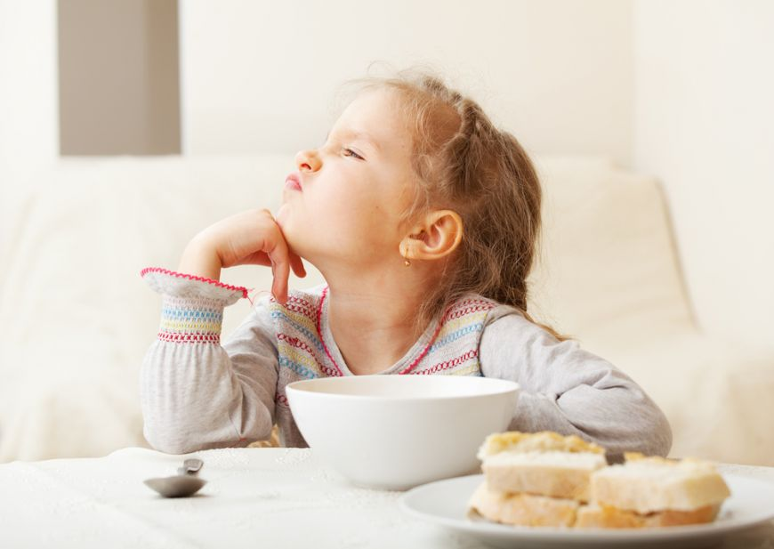5 sfaturi pentru copiii mofturosi. Cum sa ii faci sa manance micul dejun