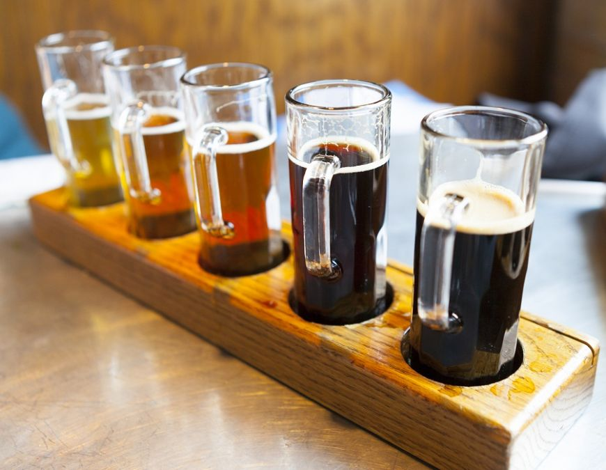 La grătar, în bar sau băută pe canapea, berea e mai bună decât credeai! La ce e benefică?