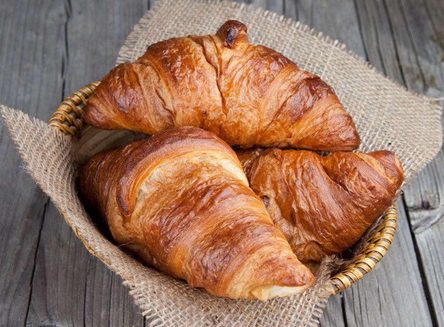 Croissantul, rasfatul suprem de dimineata. 10 lucruri de stiut despre acest deliciu frantuzesc