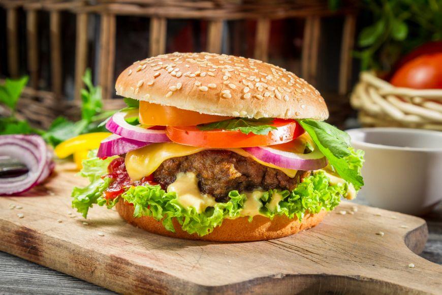 Cum sa mananci un hamburger fara sa te murdaresti