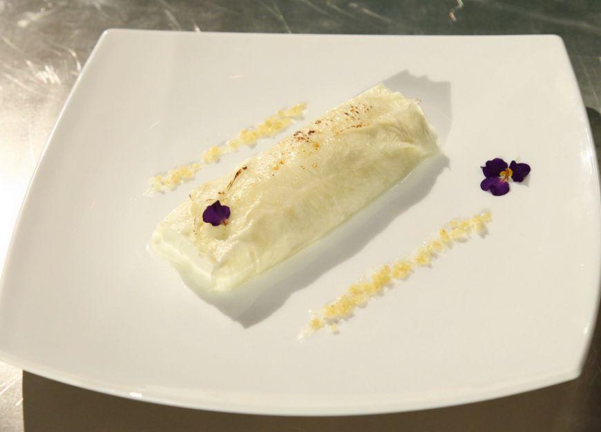 Cel mai laudat desert de la MasterChef: Clatita din lapte cu mousse de iaurt si frisca. Incearca reteta