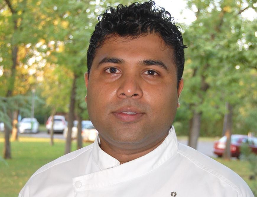 Chef Ashlie Dias de la restaurantul Crowne Plaza te invata sa faci Gentse Waterzooi, o tocana de peste traditionala din Belgia