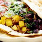 Burritos vegetarieni cu fasole rosie si cartofi dulci