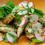 Salata cu sardine, avocado si ridichii