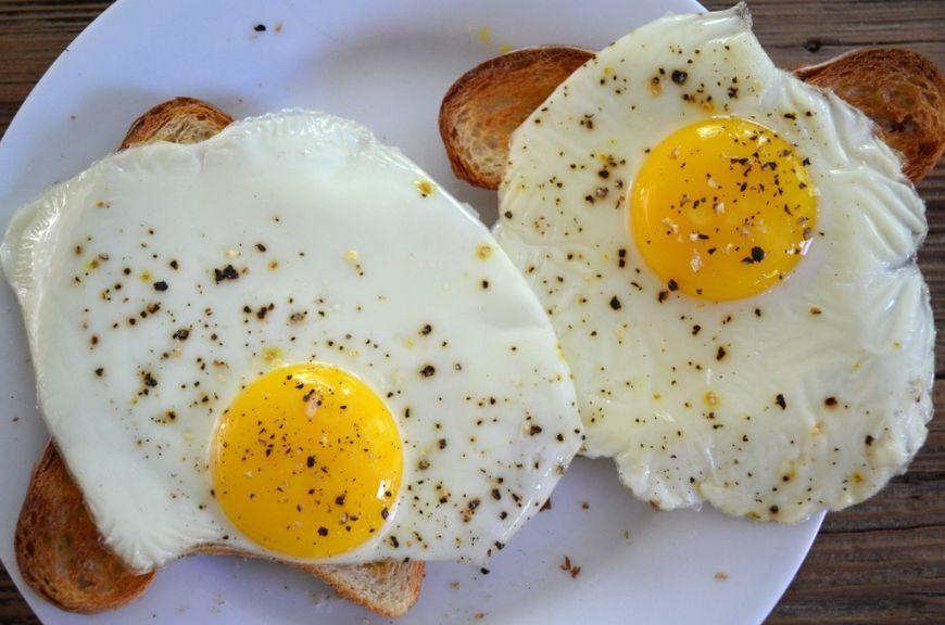 Cum sa faci oua ochiuri fara sa dai gres. Singura regula de care trebuie sa tii cont