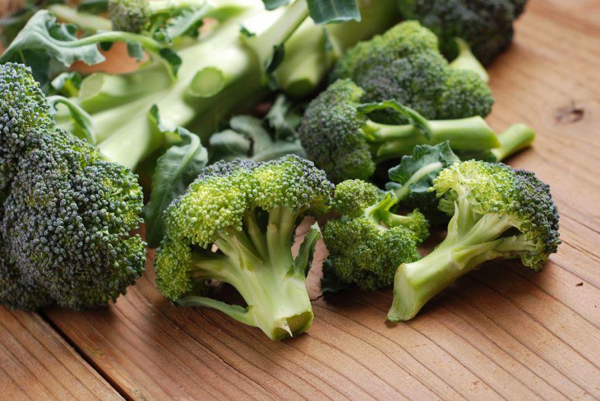 3 greseli pe care le facem cu pastele, broccoli si cotletele de porc
