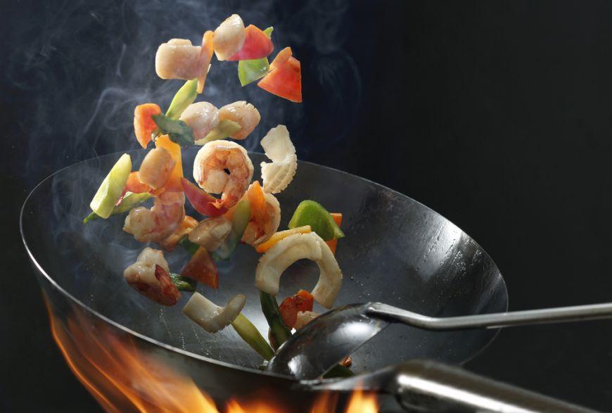 Asia la tine in bucatarie. Descopera 4 feluri in care sa gatesti la wok