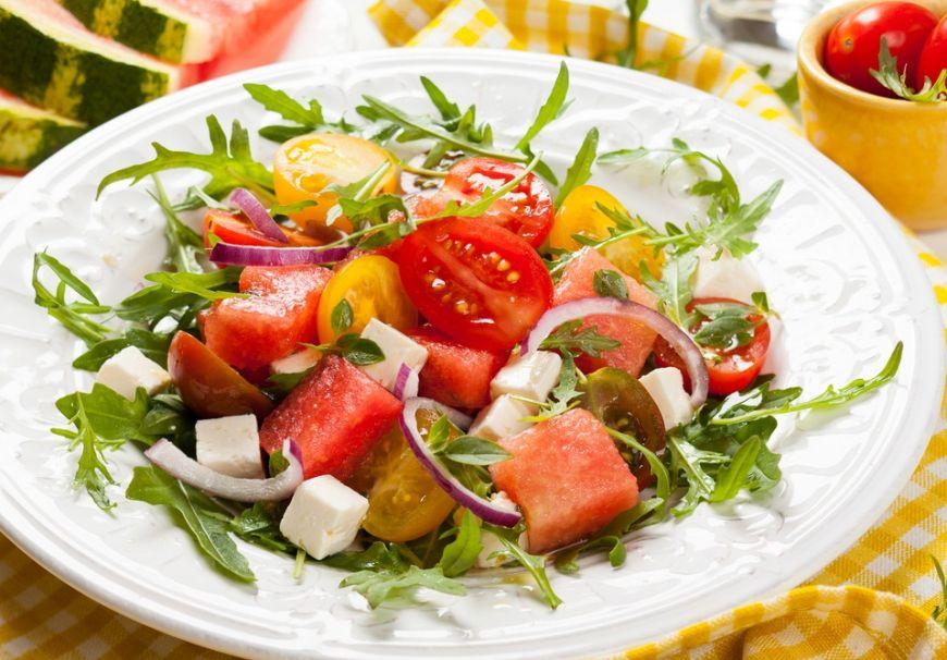 Cum poti sa folosesti pepenele in salate de vara: 5 retete racoritoare de incercat