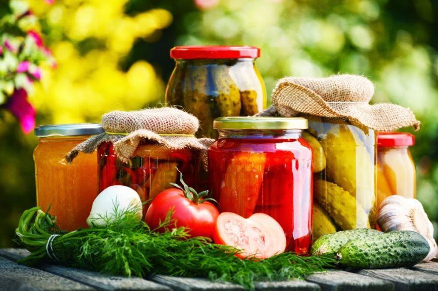 Bunatati pentru la iarna. Pregateste 7 retete de muraturi cu legume si fructe de vara