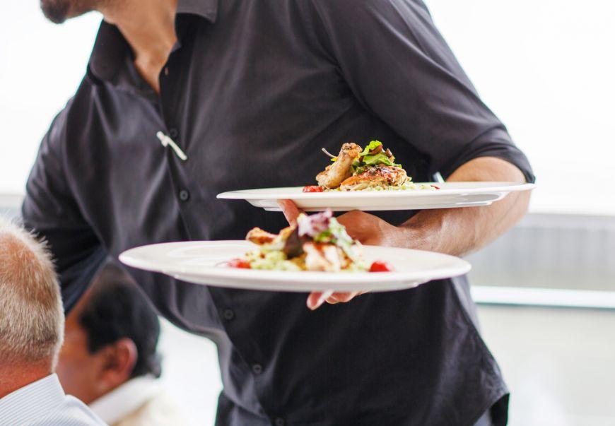 10 greseli neplacute pe care le fac chelnerii