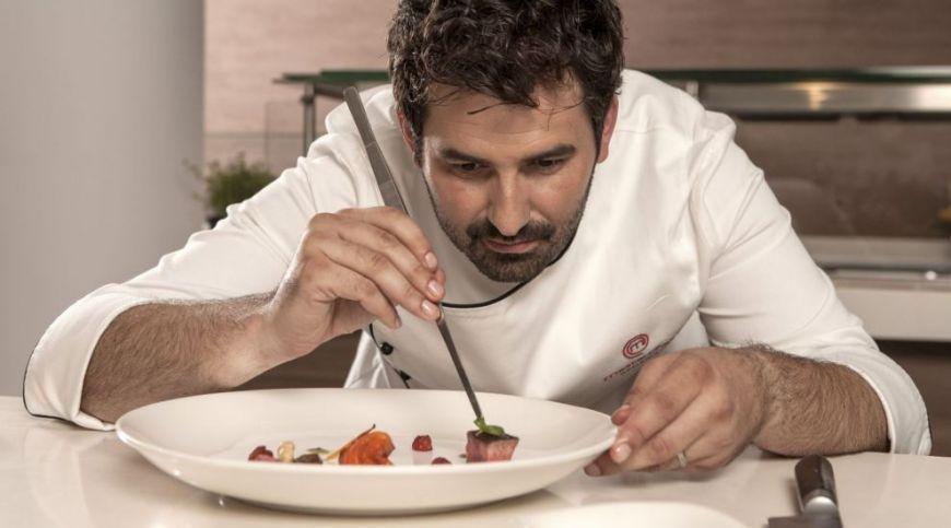 """Adrian Hadean este impotriva fumatului in restaurante: """"Denota lipsa de respect la adresa mancarii si bucatarului"""""""