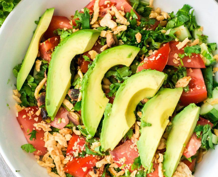8 salate cu avocado de incercat