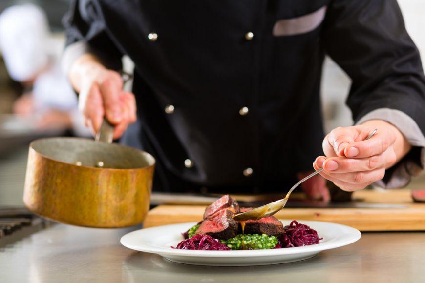 Chefi renumiți îți spun secrete care te vor transforma în bucătărie