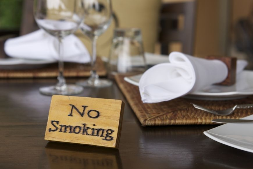 Aer fara fum si mancare fara aroma de tigara. Ce tari din Europa au interzis total fumatul in baruri si restaurante