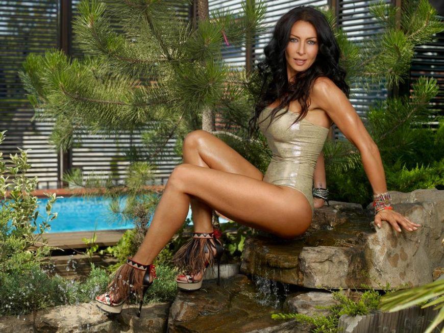 Este una din cele mai sexy romance. Mihaela Radulescu isi dezvaluie secretele de dieta