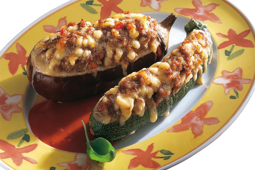 Reteta de toamna: Barcute din zucchini si vinete umplute