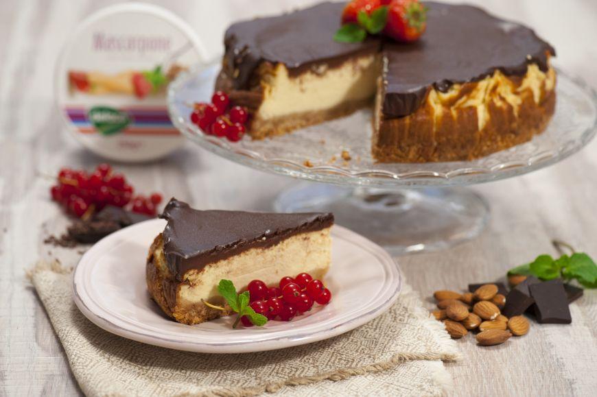 Cheesecake cu glazura de ciocolata