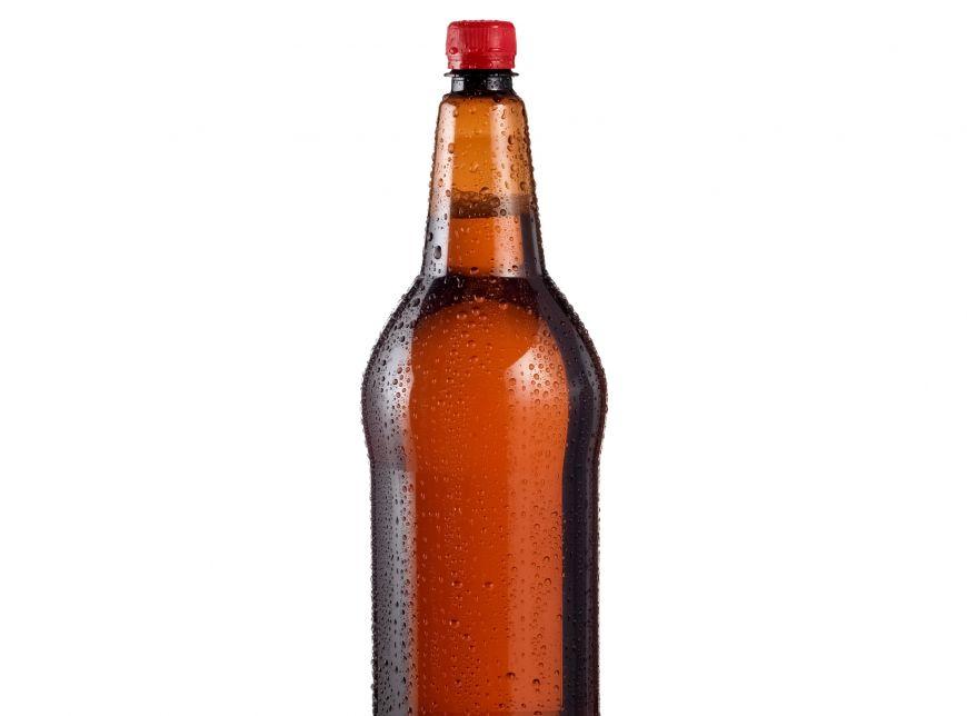 De ce nu e recomandat sa bei bere din sticla de plastic. Ce se intampla cu gustul ei