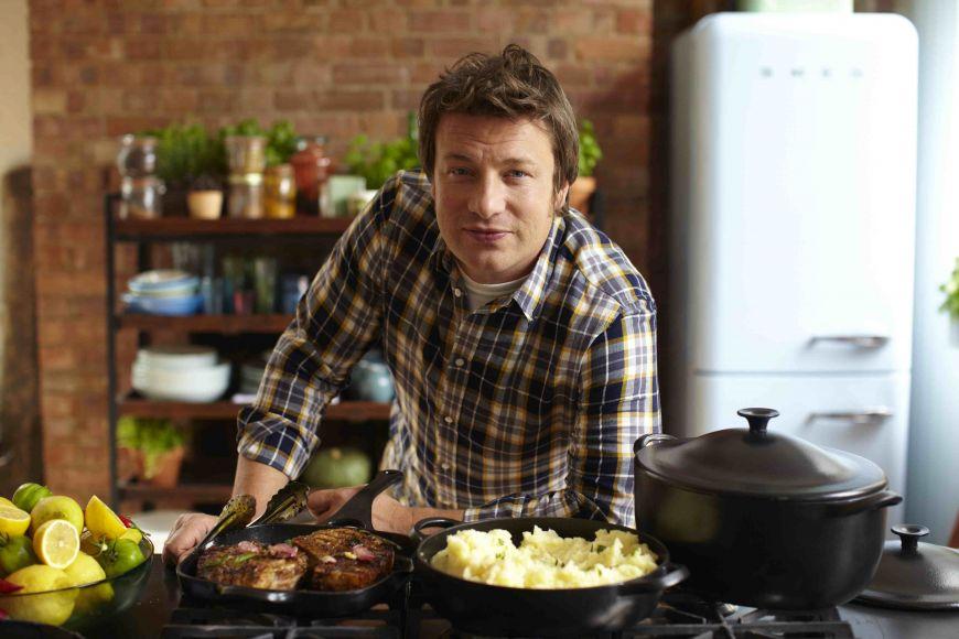 """Jamie Oliver: """"Zaharul poate distruge vieti si ar trebui taxat precum tutunul"""""""