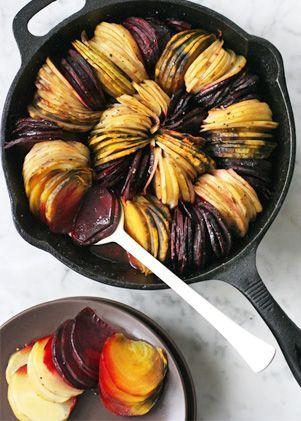 O garnitura colorata pentru iarna: cartofi si sfecla rosie la cuptor