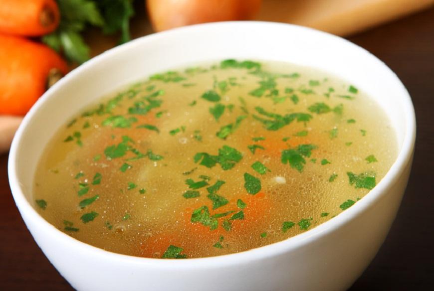 Supa de pui ajuta la tratarea racelilor? Iata ce zic expertii