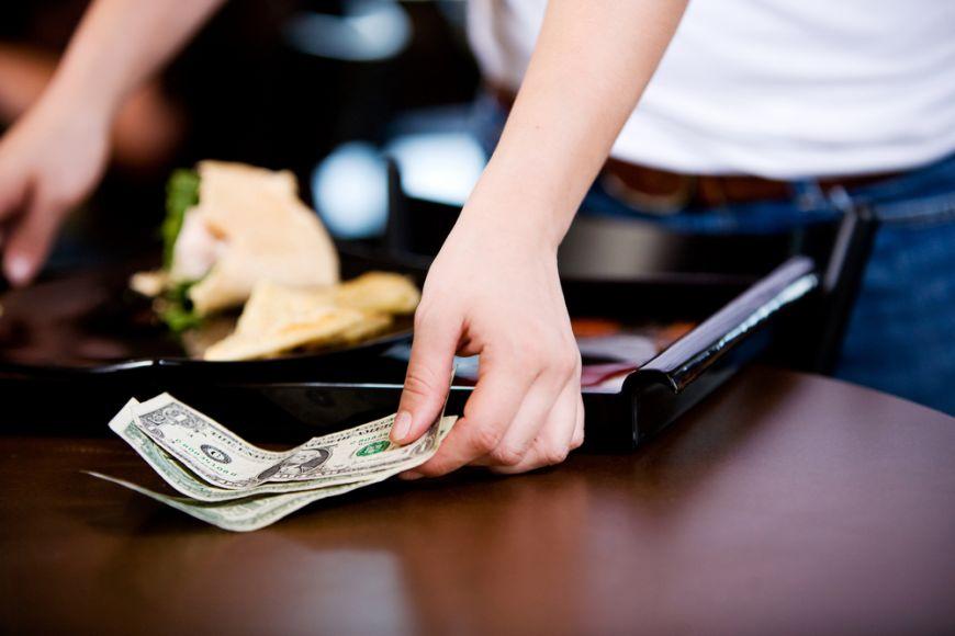 Un restaurant din Statele Unite a eliminat bacsisul. Cum s-a decis proprietarul sa-si recompenseze angajatii