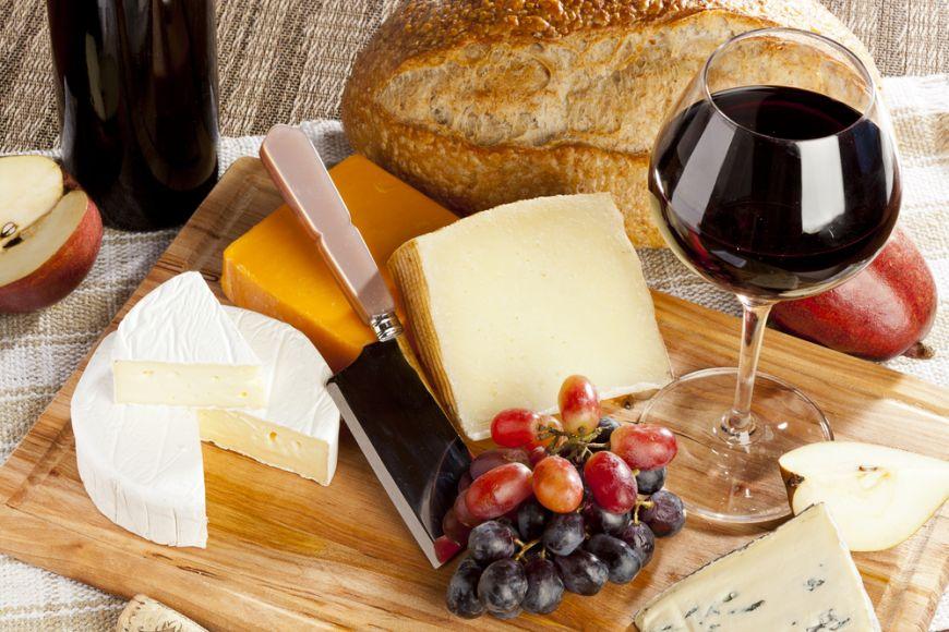 Cele mai bune combinatii de branzeturi si vinuri. Reguli simple pe care sa le tii minte