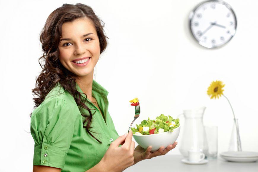 9 obiceiuri alimentare sanatoase si usor de pus in practica intr-un program incarcat