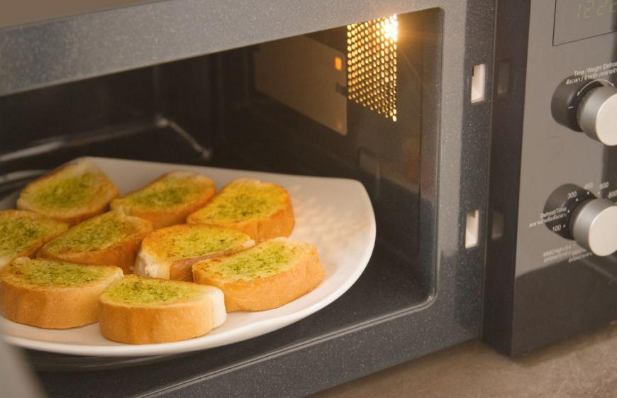 6 trucuri care te ajuta sa folosesti eficient cuptorul cu microunde