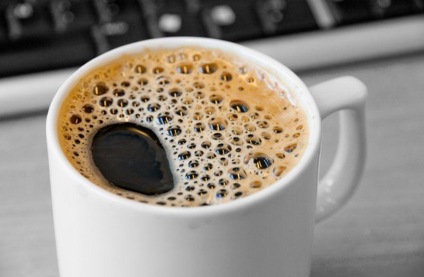 Cea mai buna cafea vine intr-o ceasca alba, spun studiile