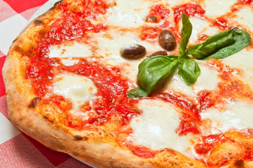 Cum faci acasă cea mai simplă și mai gustoasă pizza: pizza Margherita