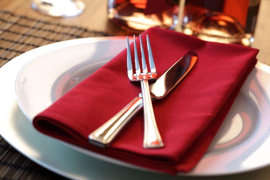 Cum sa aranjezi masa pentru o cina cu pretentii. Reguli de eticheta de respectat