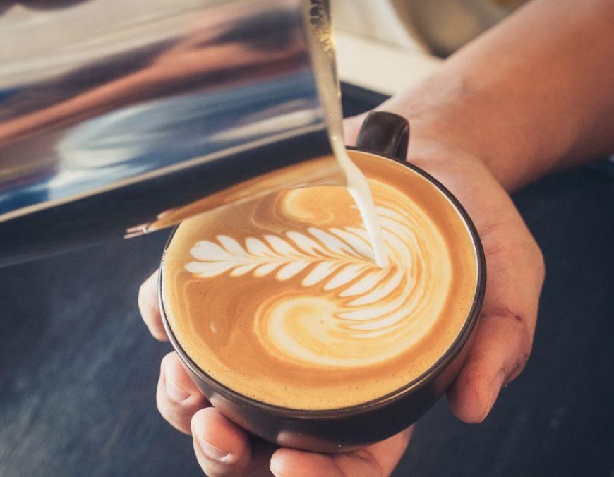 Inca un motiv sa consumi cafea: scade riscul de cancer la ficat