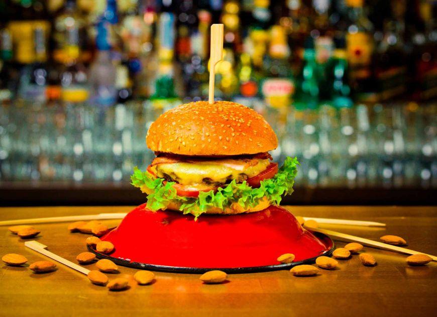 Chef FOA te invata sa faci un burger delicios