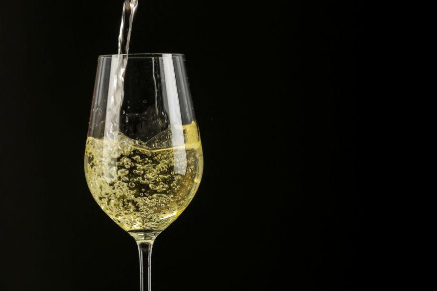 De ce să nu mai combini vinul cu apa minerală? Ce părere are un somelier despre şpriţ?