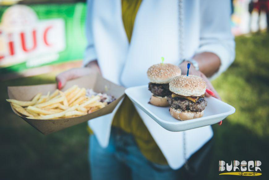 Burgeri gourmet, oameni tolaniti la soare si muzica buna. Cum a fost la prima editie BurgerFest