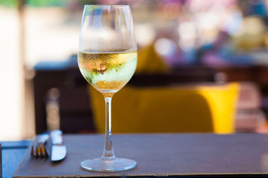 Doua vinuri din Romania, medaliate cu aur la cel mai important concurs de vinuri albe din lume