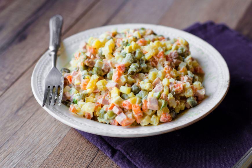 Ce mananca romanii, ep 5: Cat de mult ingrasa salata de boeuf. Care este sezonul in care este recomandat sa o consumam