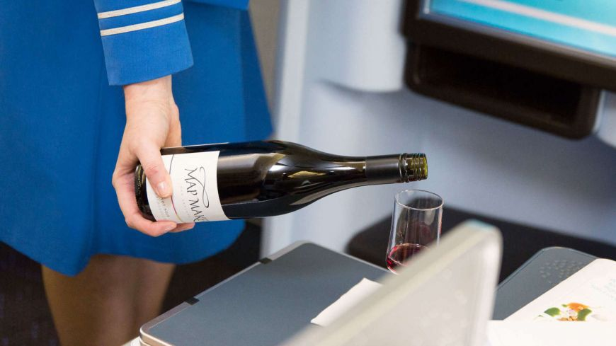 Degustare de vinuri la 10.000 metri altitudine. Cum se schimba gustul si mirosul la inaltime, din cauza presiunii scazute si umiditatii