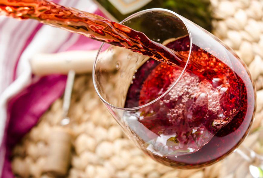 Motivul pentru care vinul roșu este mai sănătos decât vinul alb. Explicația unui oenolog