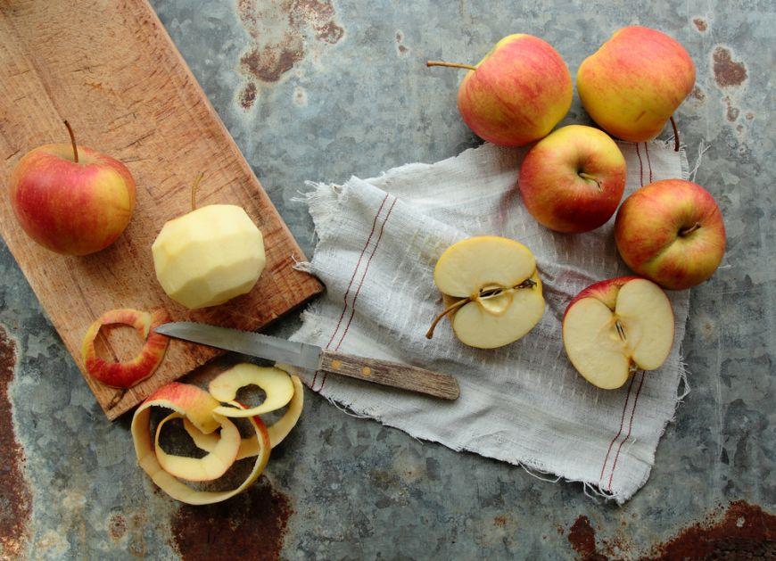 De ce nu e bine să mănânci sâmburii de mere, pere sau caise? Acestea conțin un ingredient toxic