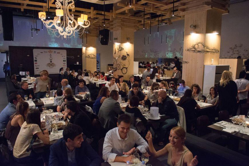 """La Grande Tablee, cina care a reunit maiestria gastronomiei franceze si gusturile romanesti la """"Sarbatoarea Gustului"""""""