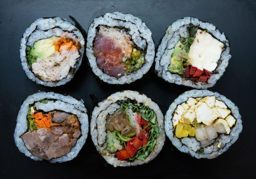 Locuitorii unui cartier sic din Tokio le-au propus turistilor sa deguste carne de balena, in loc de sushi. Cum au reactionat strainii la aceasta provocare