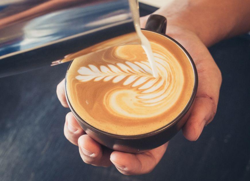 Cafeaua, intre beneficii si pericole asupra sanatatii. Persoanele care trebuie sa o evite