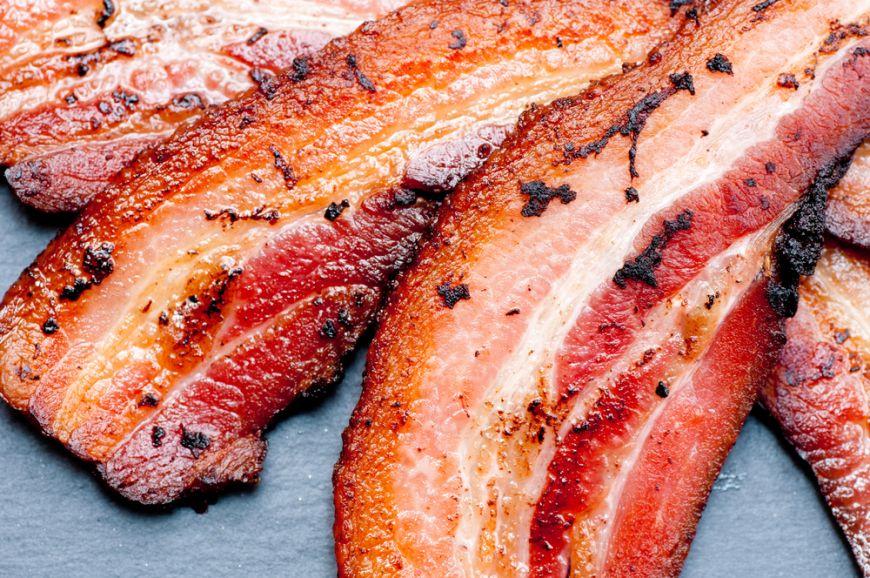 Baconul, crenvurștii și mezelurile, cancerigene precum tutunul si gazele de eșapament? Cum le poți totuși consuma?