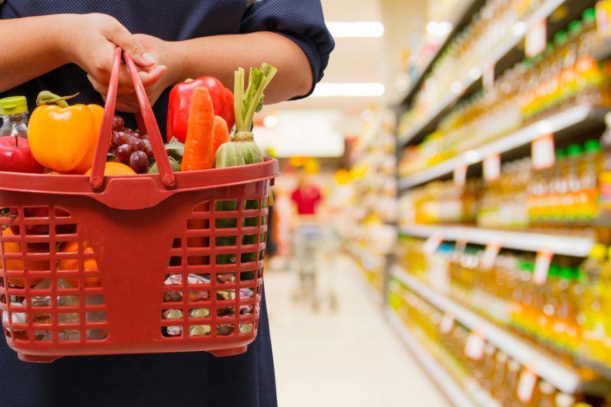 Supermarket-urile din Romania, obligate sa doneze alimentele aflate aproape de data expirarii