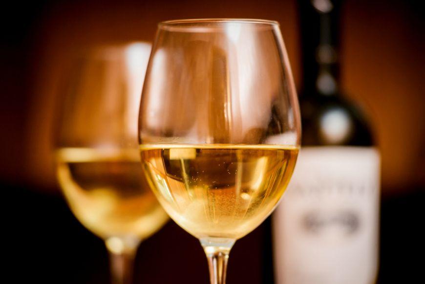 Cum sa mentii vinul rece in pahare fara sa pui gheata. Trucul simplu care nu-i strica gustul